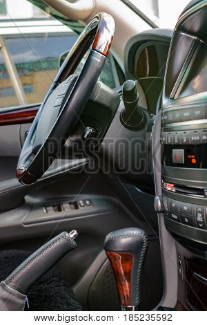 The steering wheel and the audio system of the car