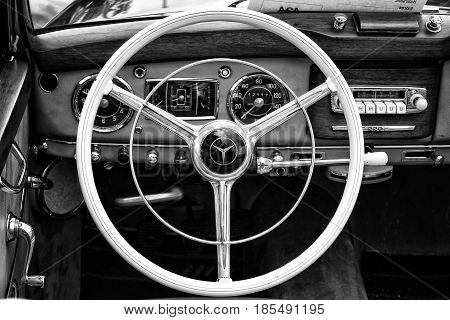 Berlin - May 11: Cab Full-size Luxury Car Mercedes-benz 220
