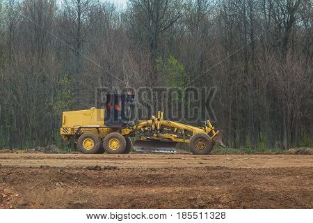 Road scraper - grader - highway construction - asphalt loader, telephoto