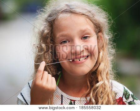 Child pulled himself teeth.