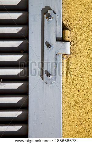 Besnate Window   Wood Venetian Blind  Concrete