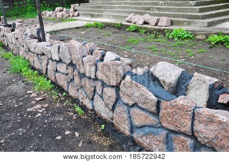 Building Granite Stone Fence with Design Decorative Cracked Stone Wall Surface