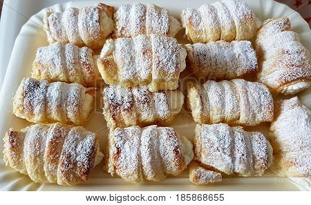Cannoli of pastry pastry stuffed with sugared cream