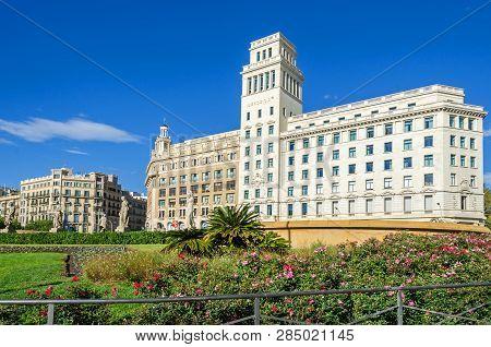 Barcelona, Spain - November 10, 2018: Plaza De Cataluna (catalonia Square)  With The Building Of El