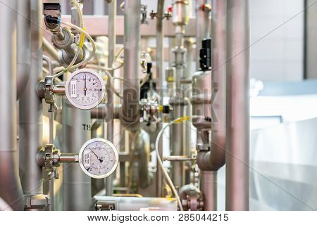 Close Up High Precision Industrial Pressure Gauge For Water Heater Steam Boiler Temperature System A