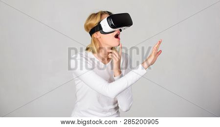 Woman With Virtual Reality Headset. The Woman With Glasses Of Virtual Reality. The Woman With Glasse