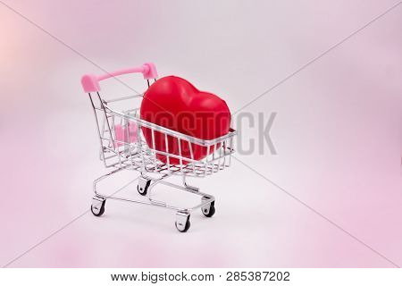 The Small Red Heart Puti N Shopping Cart,blury Light Design Background