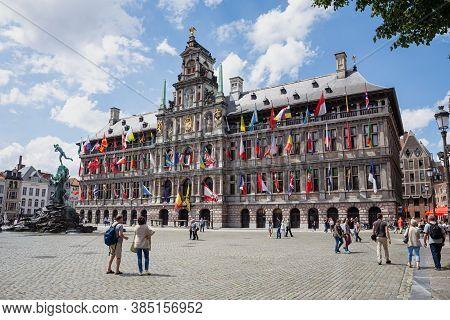 Antwerp, Belgium - June 04, 2017: Town Hall And The Brabo Fountain In Antwerp, Belgium.