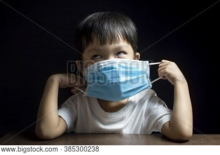 The Little Boy Showed Signs Of Refusing To Wear The Medical Face Mask , Coronavirus (covid-19) Preve