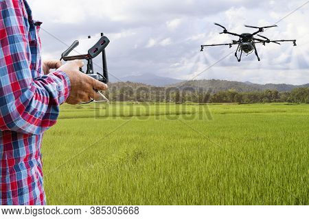 Smart Farmer Using Tablet Control Agriculture Drone Farming Fly To Spray Fertilizer Or Insecticide O