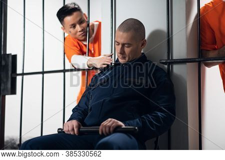 Inveterate Scoundrels In Prison Secretly Attack An Armed Warden In Order To Escape From The Cell.