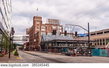 Pittsburgh, Pennsylvania, Usa 9/12/20 New Construction Along Penn Avenue At Bakery Square Boulevard