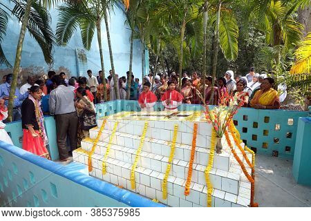 KUMROKHALI, INDIA - FEBRUARY 23, 2020: Prayer at the tomb of Croatian missionary, Jesuit father Ante Gabric on the occasion of his 105th birthday in Kumrokhali, West Bengal, India