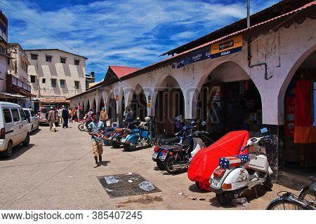 Stone Town, Zanzibar / Tanzania - 30 Dec 2016: Local Market In Stone Town, Zanzibar, Tanzania