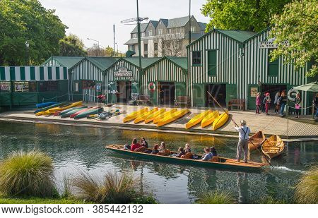 Christchurch, New Zealand - October 03 2017: The Boat Shed At The Waterfront Of Avon River One Of Th