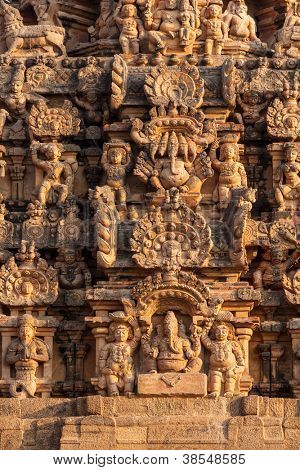 Tower (gopura) with sculpture of Brihadishwara Temple. Tanjore (Thanjavur), Tamil Nadu, India. The Greatest of Great Living Chola Temples - UNESCO World Heritage Site