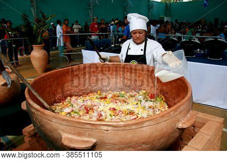 Belmonte, Bahia / Brazil - July 19, 2009: Chief Cook Prepares A Giant Fish Stew In The City Of Belmo