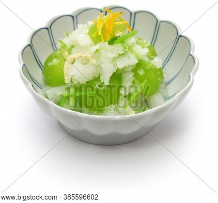 It's a Japanese fruits salad with fresh Shine Muscat grape and Japanese honewort seasoned with grated daikon dressing.
