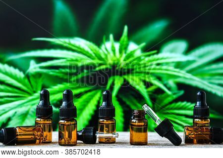 Hemp Cbd Oil Pipette, Marijuana Oil Bottle, Cannabis Extracts In Jars, Medical Marijuana, Alternativ