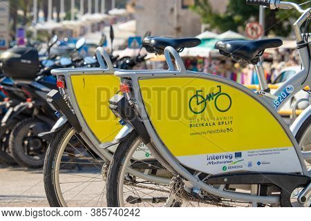 Split Croatia September 2020 Yellow Electrical And Manual Public Service Bikes Parked Along The City