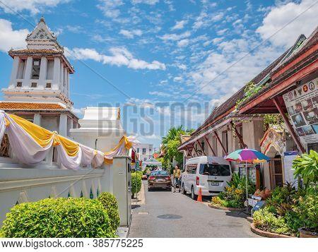 Bangkok/thailand-29/07/2019:unacquainted Tourist In Wat Arun Temple Bangkok Thailand.wat Arun, Local