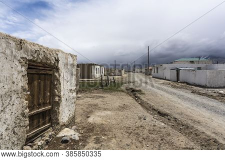 Small Town Of Alichur In Region Murghob In Gorno-badakshan  With Houses And Unpaved Roads.