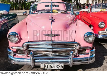 Havana, Cuba-october 8, 2016. Vintage, Classic, American Car Parked With Opened Car Boot Used As Tax