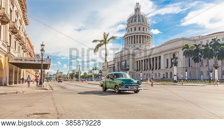 Havana, Cuba-october 8, 2016. View Of The Avenue  With The National Capitol Building, Old, Classic A