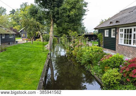 Giethoorn, Netherlands - 13 September 2020. Beautiful Thatched Buildings In The Famous Village Of Gi