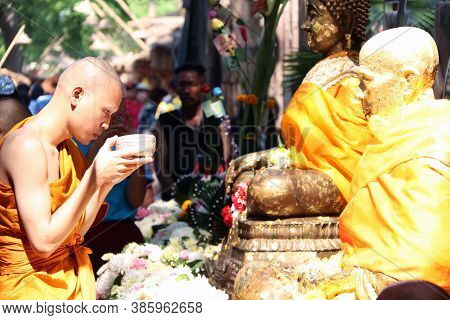 Khai Bang Rachan, Sing Buri, Thailand April 14, 2018: The Monks Carry Water Dipper In Hand For Pour