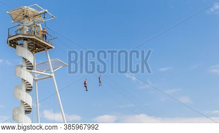 The Brighton Zip Line At The Seafront Of Brghton, East Sussex, Engelaqnd, Uk