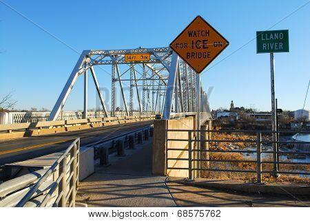 Llano River brigde in Llano, T