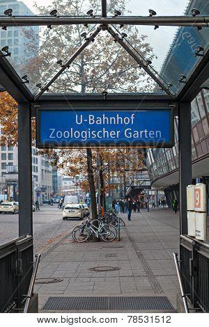Metro sign,