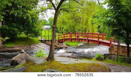 Ref footbridge in the park