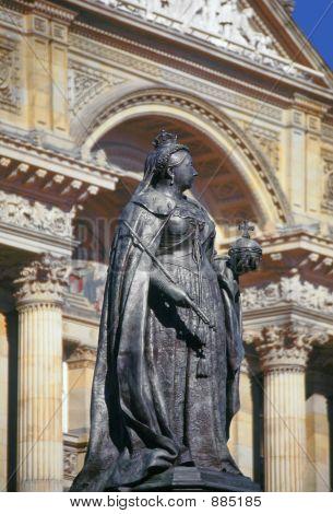 Queen Victoria, Birmingham Town Hall