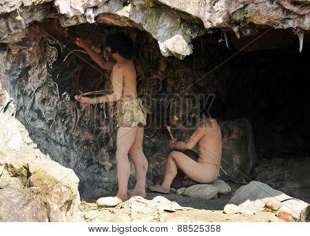 Homo Sapiens Cave Dwellers