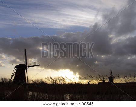 Dutch Windmills In Kinderdijk 4