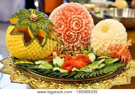 Fruit carving, vegetable carving, fruit decoration Beautifully decorated fruit