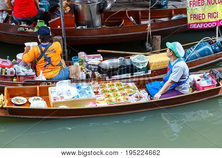 Ratchaburi Thailand - March 20 2016 : Food and sea food on trader boats in a Damnoen Saduak floating market in Ratchaburi Province.