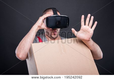 Mover Guy Holding Box Wearing Vr Glasses Acting Scared