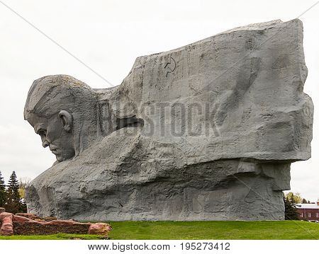 Brest Minsk-monument sculpture courage Brest fortress face of a brave soldier behind the flag other view of the monument May 2016