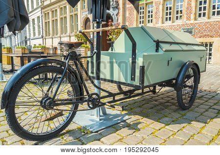 As we see in Belgium we find all kinds of bicycle models.