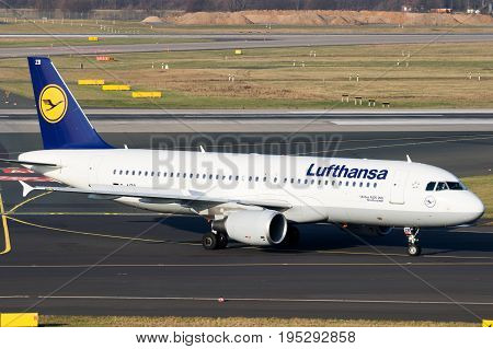 Lufthansa Airlines Airbus A-320 Aircraft