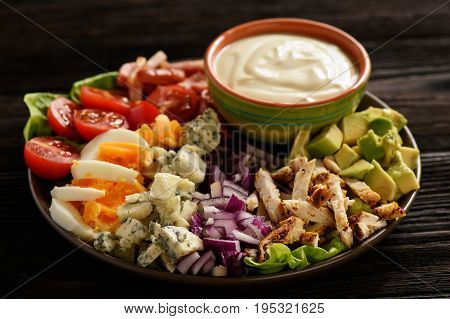 Salad cobb- avocado, tomatoes, bacon, chicken and onion.