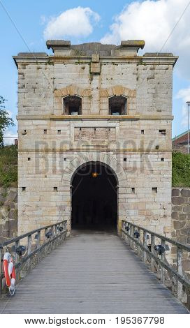 Vasterport is a mighty city gate on the west side of the island Kvarnholmen. Once it protected the main entrance to the center of Kalmar.