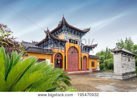 Mountains and mountains ancient Chinese Buddhist temples.