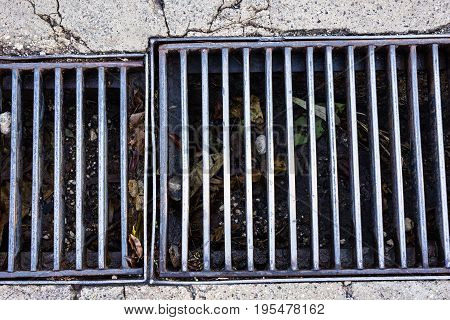 Manhole cover drainage system. Drainage in the street