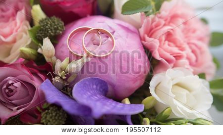 Wedding rings on bouquet, macro, horizontal view
