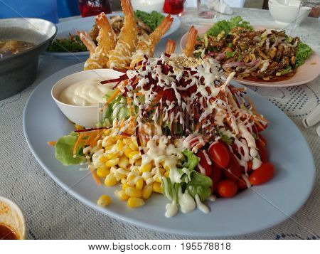 a plate of healthy vegetable salad for diet and lose weight