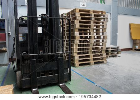 The Forklift and pallet for support warehouse and transport.